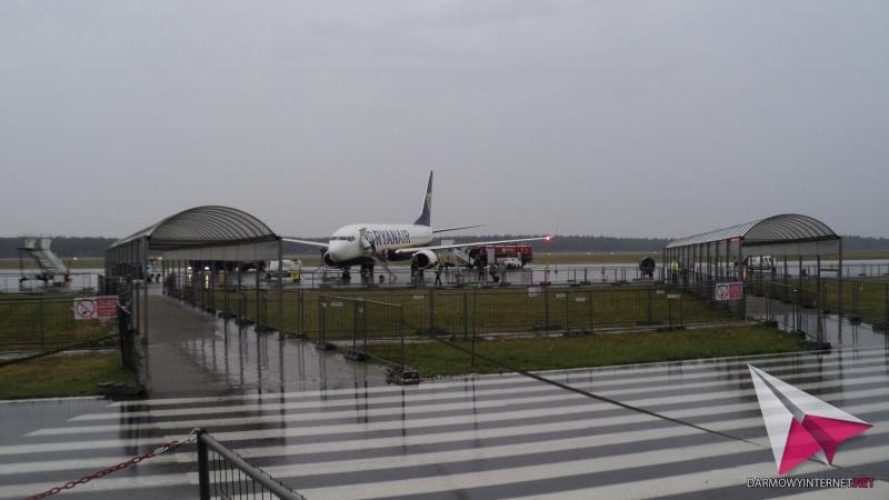 [Obrazek: 15_samolot_lotnisko.jpg]
